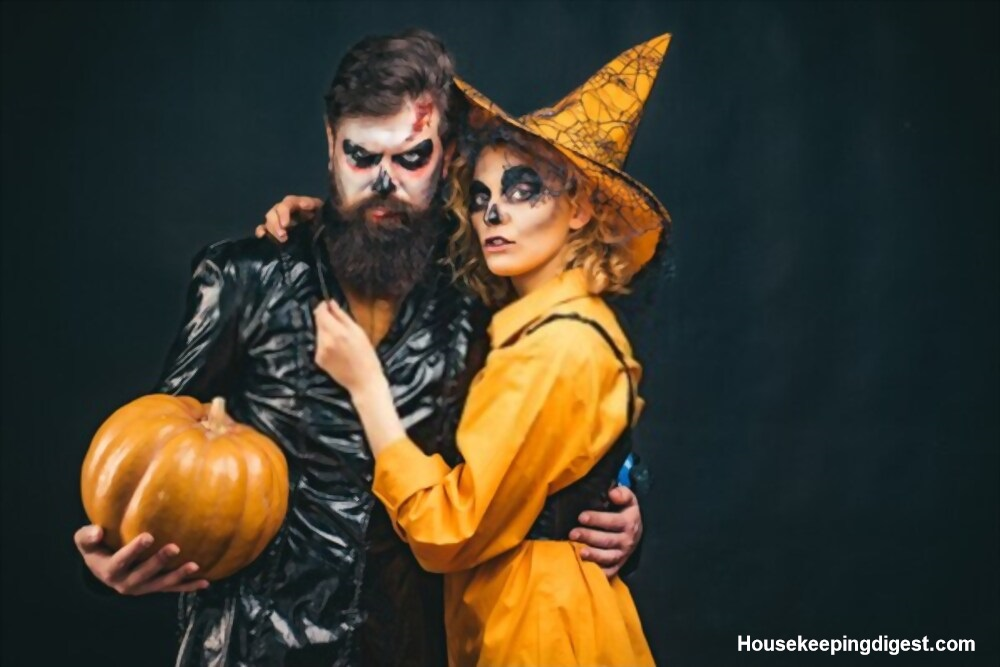 Hilarious couple costumes for Halloween